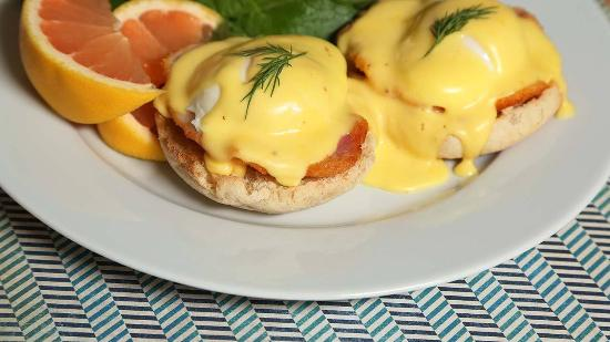 MacLean Estate Bed & Breakfast: Eggs Benedict