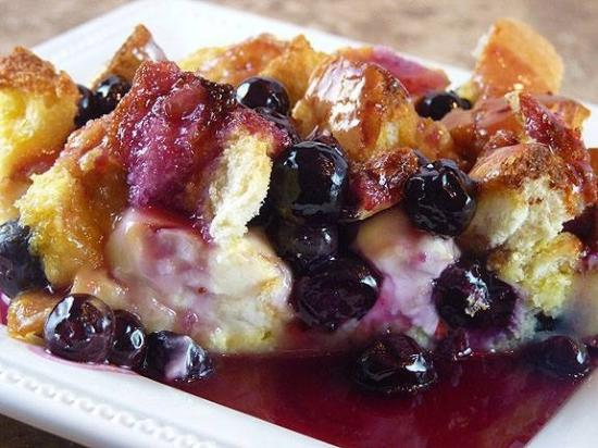 MacLean Estate Bed & Breakfast: Blueberry &I Cream Cheese Baked French Toast