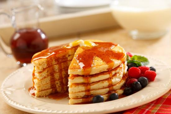 MacLean Estate Bed & Breakfast : Gluten Free Pancakes with Local Maple Syrup