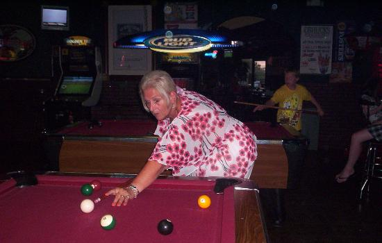 O'Shucks Pub & Karaoke Bar: pool queen...