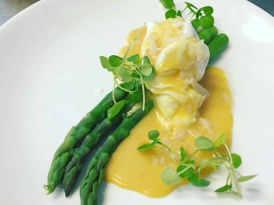 Freckenham, UK: Asparagus, hollandaise