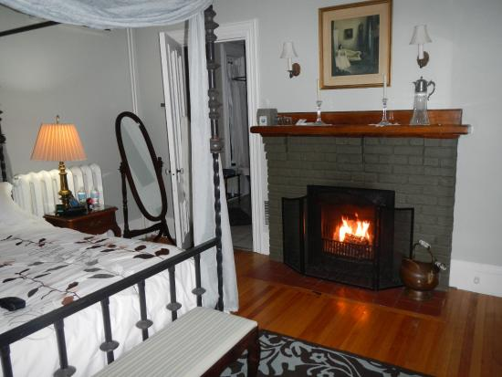 a working wood burning fireplace in your bedroom makes a cold rh tripadvisor com