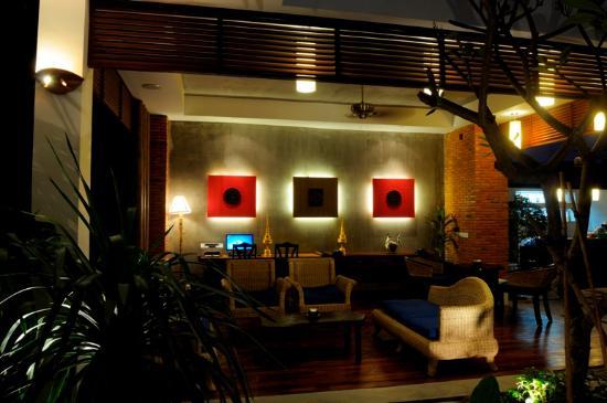Frangipani Fine Arts Hotel: Lobby Landscape