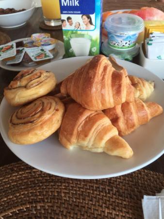 bvilla + Seaside: assorted breads