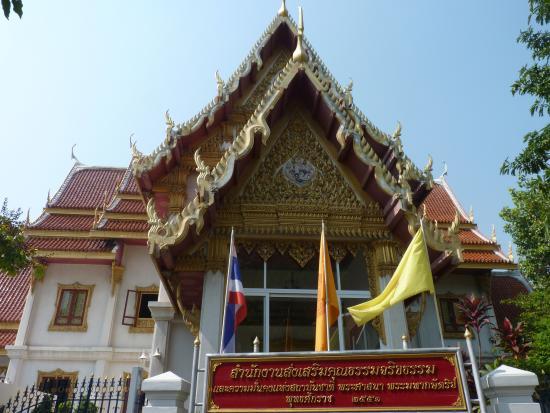 ไหว้พระกาน ก่อนขึ้นไปบนปราสาท - Picture of Wat ...