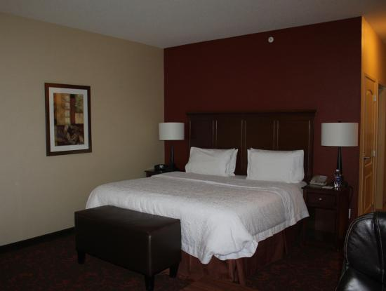 Hampton Inn by Hilton Edmonton/South: King size bed!