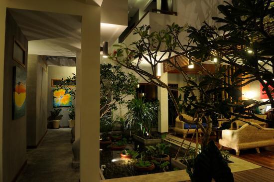 Frangipani Fine Arts Hotel: Lobby