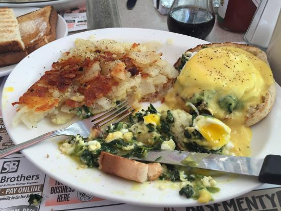 Phillipsburg, NJ: Yummy stuffed French toast, florentine eggs Benedict, and sausage gravy biscuits
