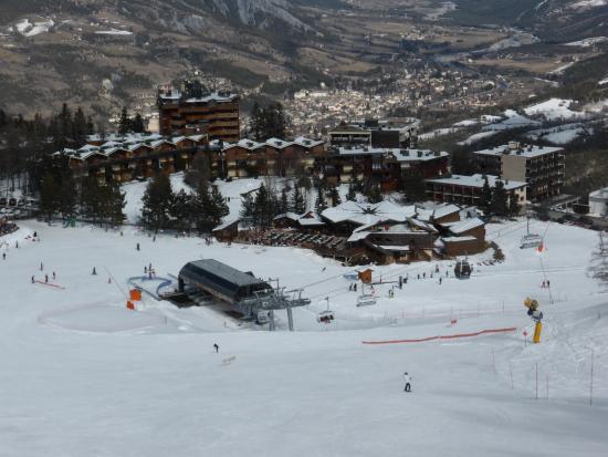 Hotel Le Loup Blanc : situation idéale à coté des remontées mécaniques, parking et magasin de sport (location ski)