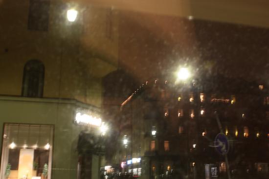 Foto da rua tirada do quarto do Hotel Bema