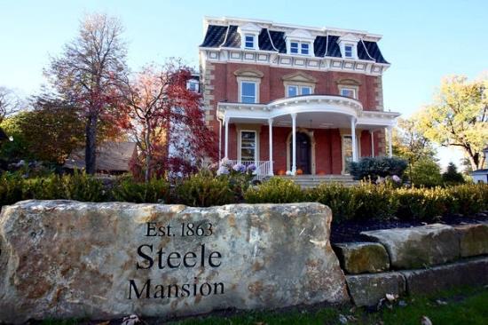 Painesville, OH: Steele Mansion Inn & Gathering Hub