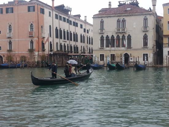 Hotel Serenissima: Travelling across the Grand Canal - standing up, the traditional way to do it apparently!