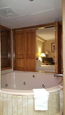 New Victorian Inn & Suites: 20160311_205050_large.jpg