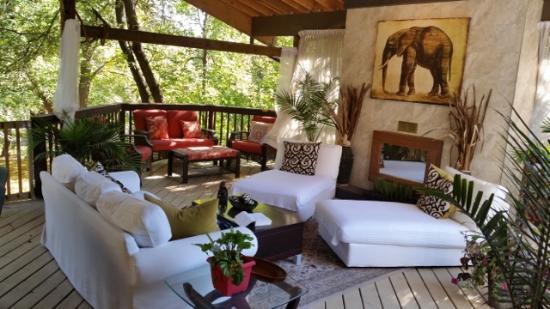 serengeti outdoor living room picture of the columns winnipeg rh tripadvisor co za