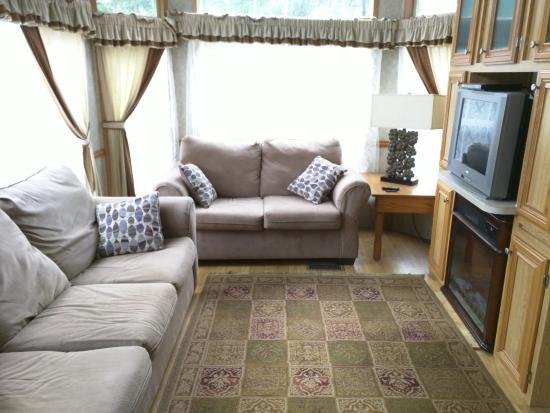 Robin Hood Village: Cabin #7 Living Room