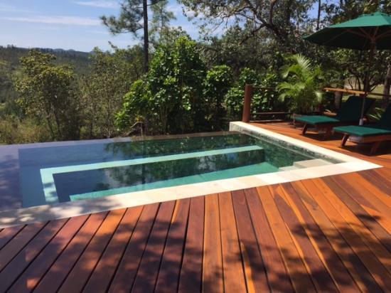 Blancaneaux Lodge: The Enchanted Cottage plunge pool