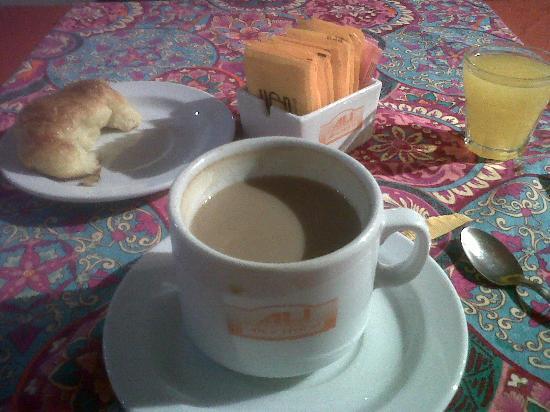 Alex Hotel: Desayuno *ya me había comido una media luna :)