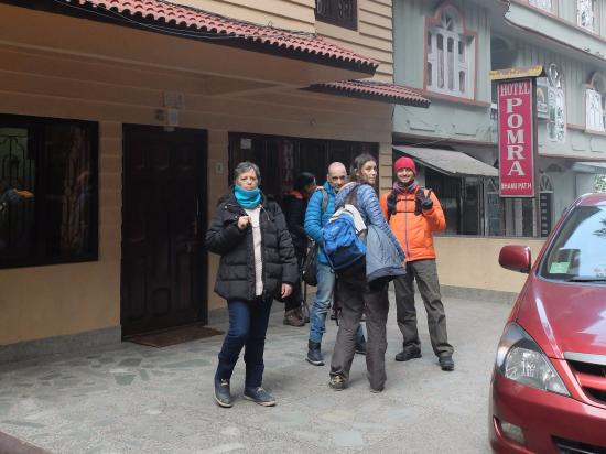 Hotel Pomra: Entrada do Hotel