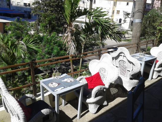 restaurante fonda paladar la paila parte del jardin exterior