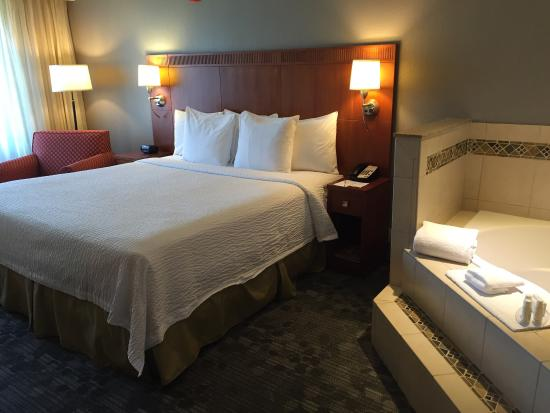 Courtyard Merced: Courtyard By Marriott Merced   Spa Room 134 (King Bed  With Hot