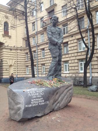 Памятник Александру Маринеско