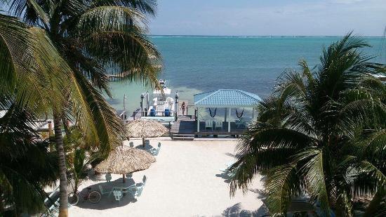 Pura Vida Inn: Hotel view