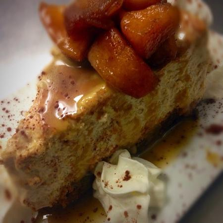St. Catharines, Canada : Apple Crumble Cheesecake @featherypub #chefkirkscreation