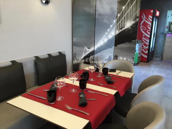 Dange-Saint-Romain, ฝรั่งเศส: capacité d'accueil 50 places assises