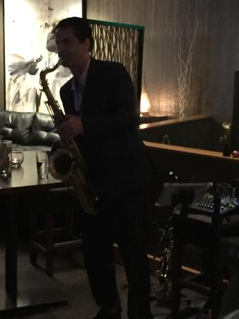 La Cave Wine Bar And Boutique: Jeff Nathanson on Sax!