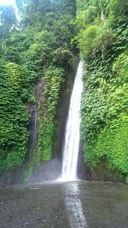 Melanting Waterfalls Photo