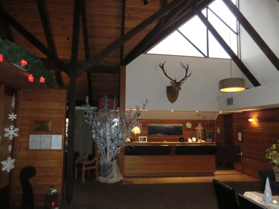Alpine Lodge: レストランの飾りつけ