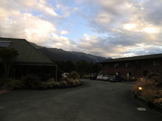 Alpine Lodge: ホテルの敷地入口