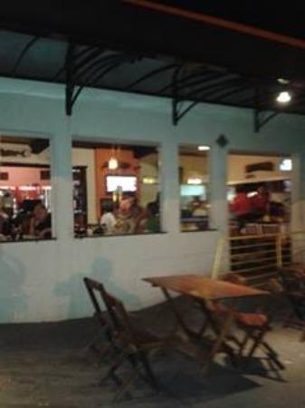 Rotatoria Do Peixe: Vista do restaurante do lado externo para a pista de frios...