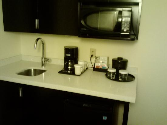 bar sink area in entry - Picture of Holiday Inn Greensboro Coliseum ...