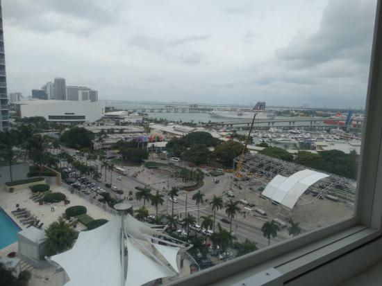 YVE Hotel Miami: Looking in SE direction from our room window. You can ...