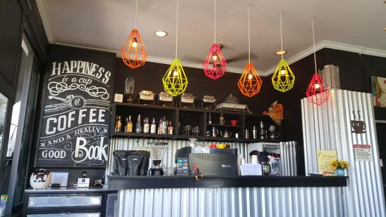 Someplace Else Coffee & Lounge: Decor