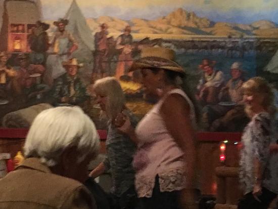 Dragoon, AZ: Line dancing at saloon