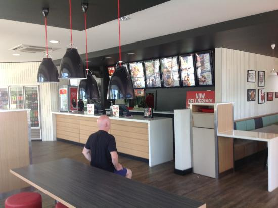 Greensborough, Australien: Red Rooster Greeensborough front counter