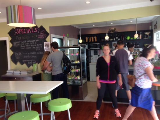 Titirangi, Nowa Zelandia: 店内レジ付近