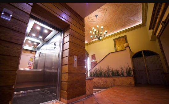 Hotel Hacienda del Sol: Elevator is a plus! Love the new remodel, the best hotel on Tonala, it has been a great experien