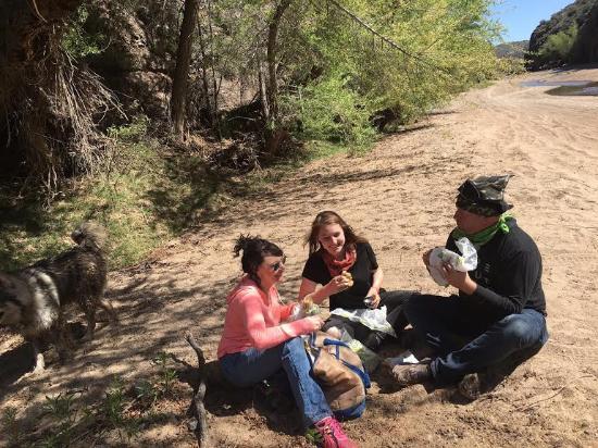 Wickenburg, AZ: Lunch break on the river