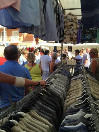 La Mata, Hiszpania: Мужские рубашки по 12 евро