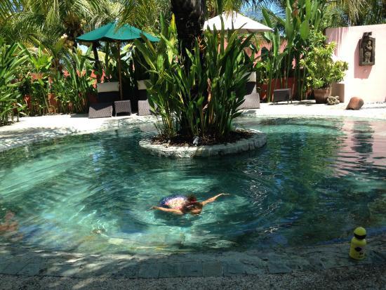 PinkCoco Bali: Piscina perfeita para crianças pequenas.