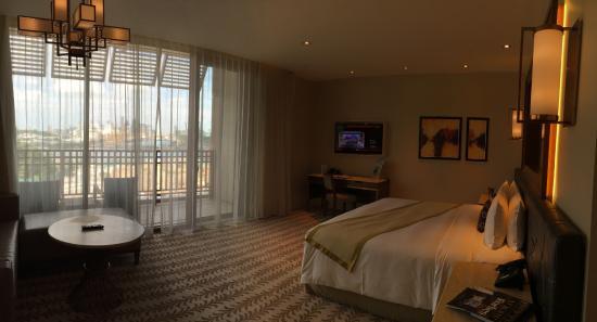 equarius hotel deluxe suites. Resorts World Sentosa - Equarius Hotel: Deluxe Suite King Comfy Room Hotel Suites