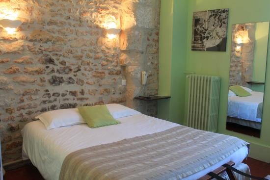 Donzy, Francia: chambre double confort lit classique