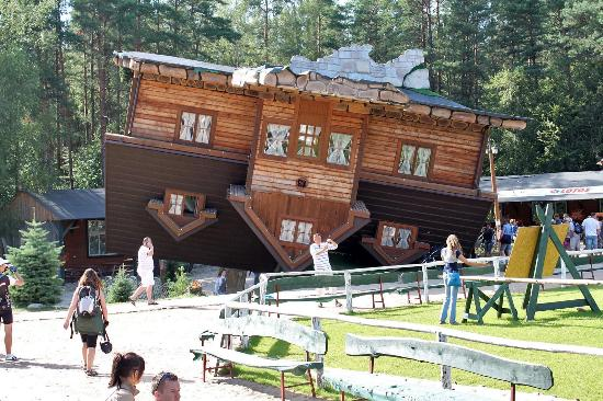 Dom Do G Ry Nogami Picture Of Upside Down House