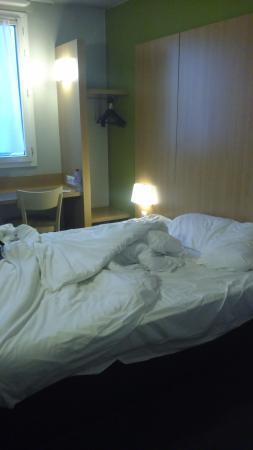 B&B Hotel Paris Porte de la Villette : Chambre côté rue... Très sombre