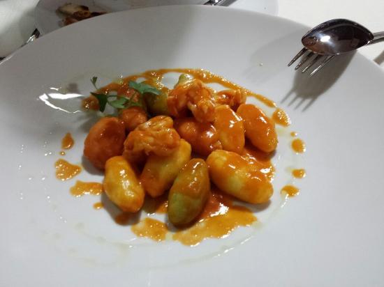 Ricetta Gnocchi Ripieni Di Salmone.Gnocchi Ripieni Di Pesce Con Gamberi Picture Of Al Moccolo Rimini Tripadvisor