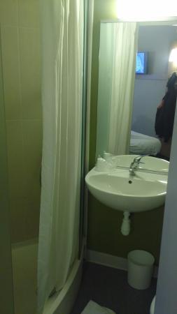 B&B Hotel Paris Porte de la Villette : Salle  de bain