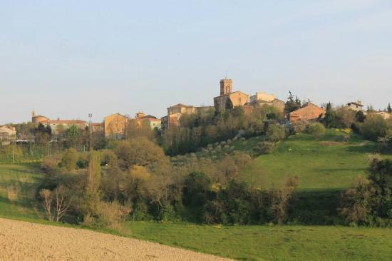 San Costanzo, Italia: Castello e Torre Civica